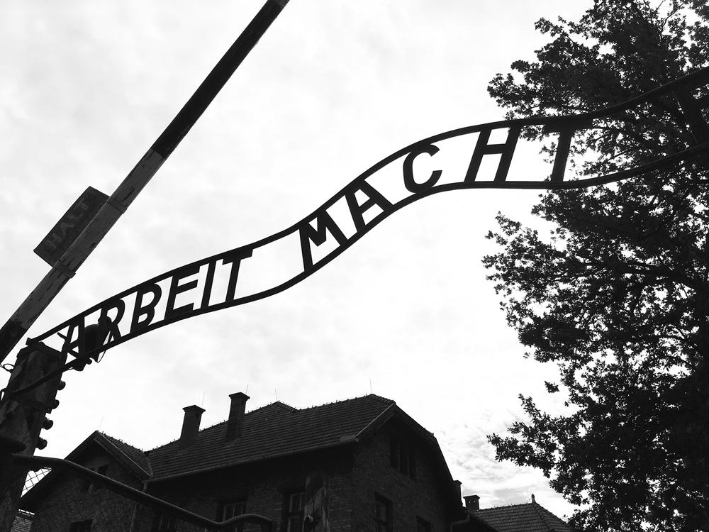 アウシュヴィッツ強制収容所 ARBEIT MACHT FREI(働けば自由になる)